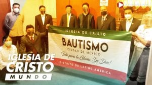 Group photo of INC members in Mexico City chapel holding up a banner